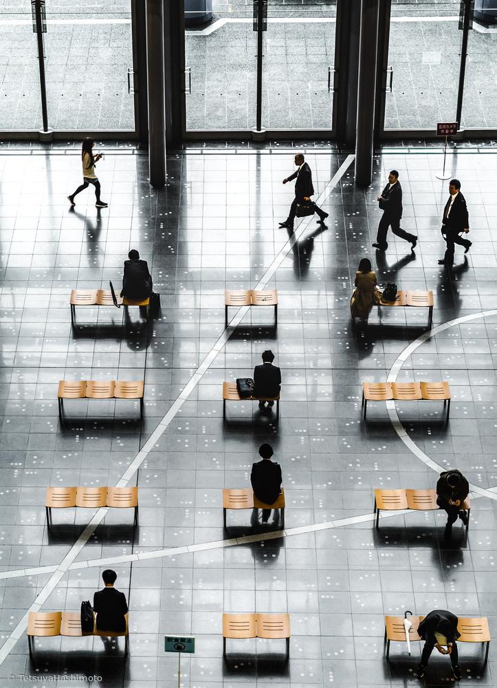 Fotokonst Walking people and Sitting people
