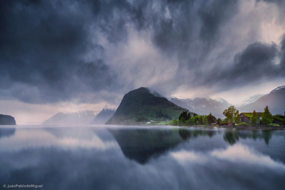 Fotokonst Hornindalsvatn II