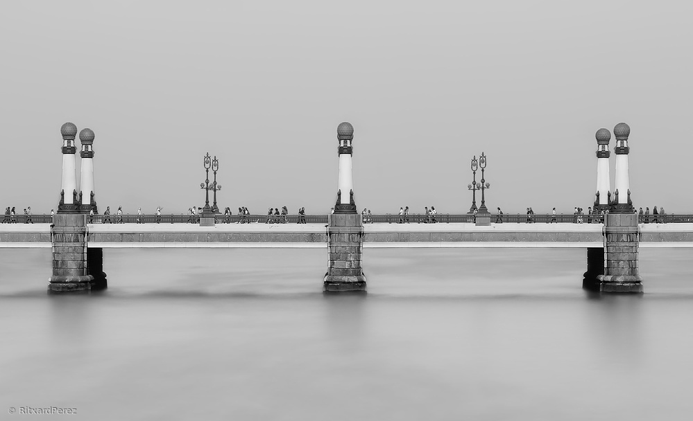 Fotokonst Crossing the Bridge