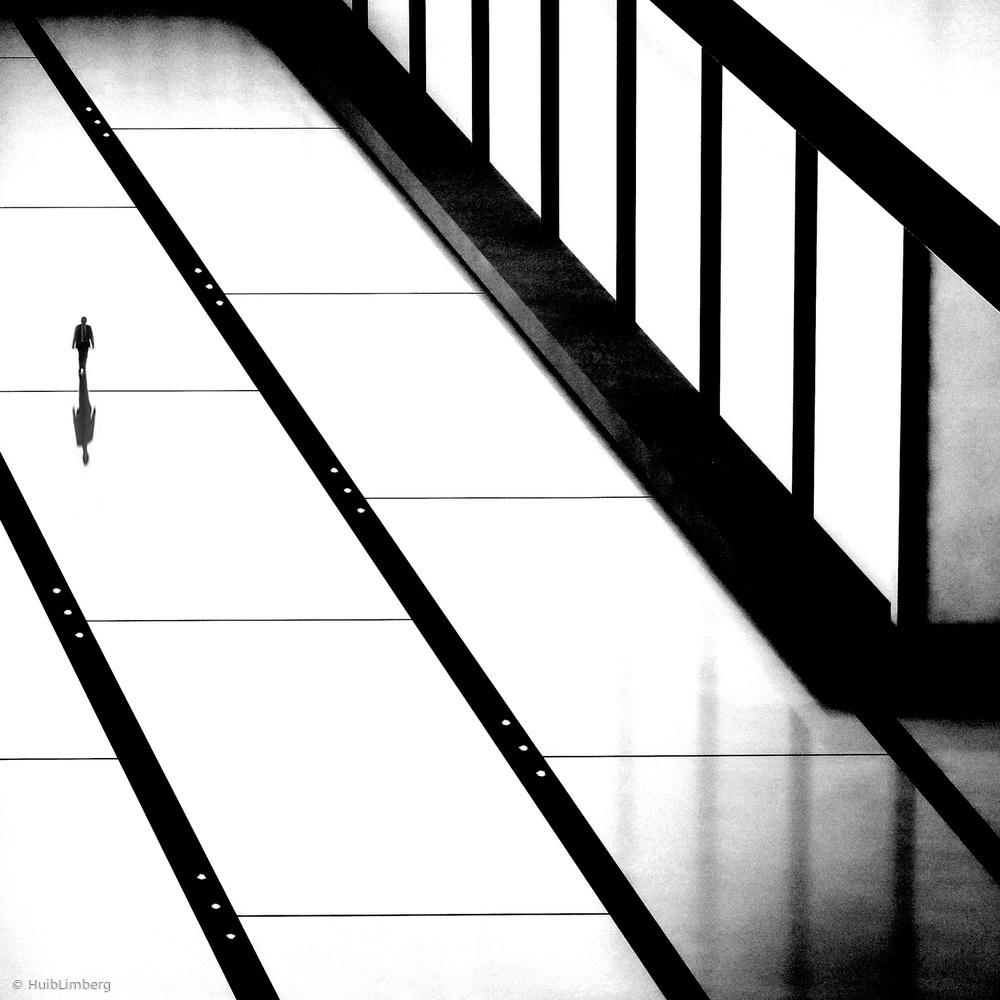 Fotokonst Touching the line!