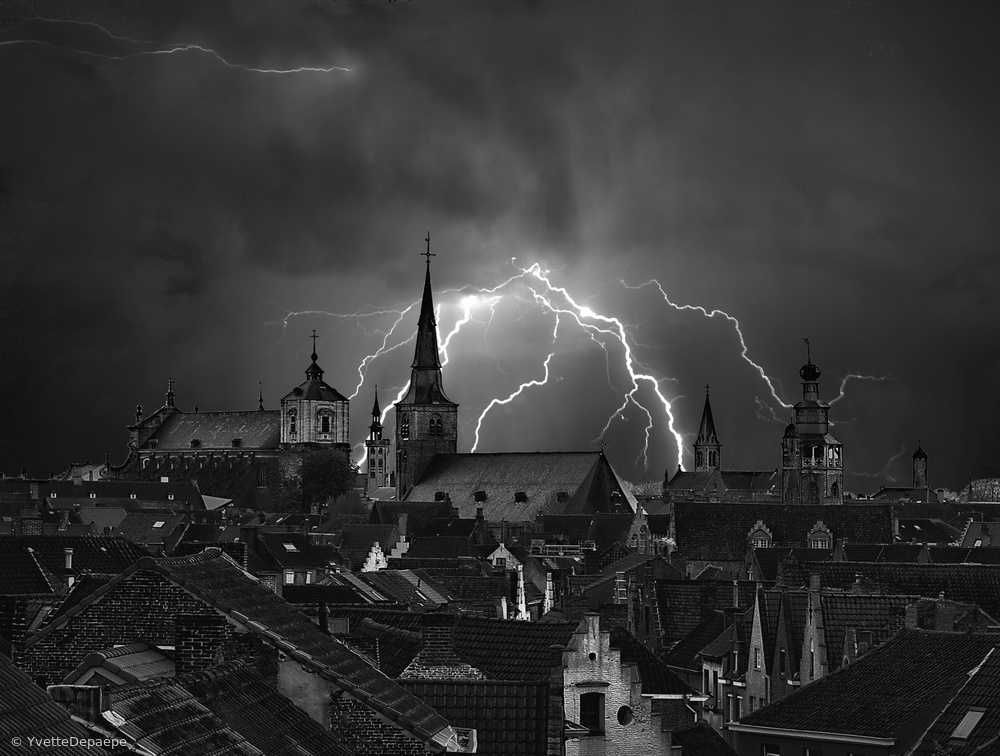 Fotokonst Chaos in the sky of Bruges