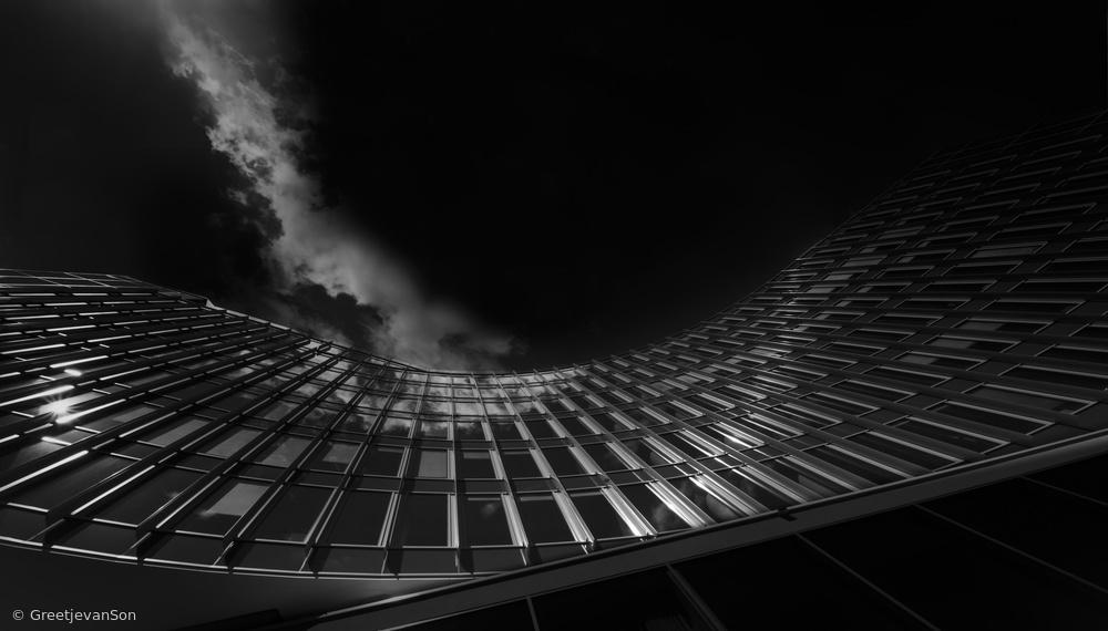 Fotokonst Hit by a cloud