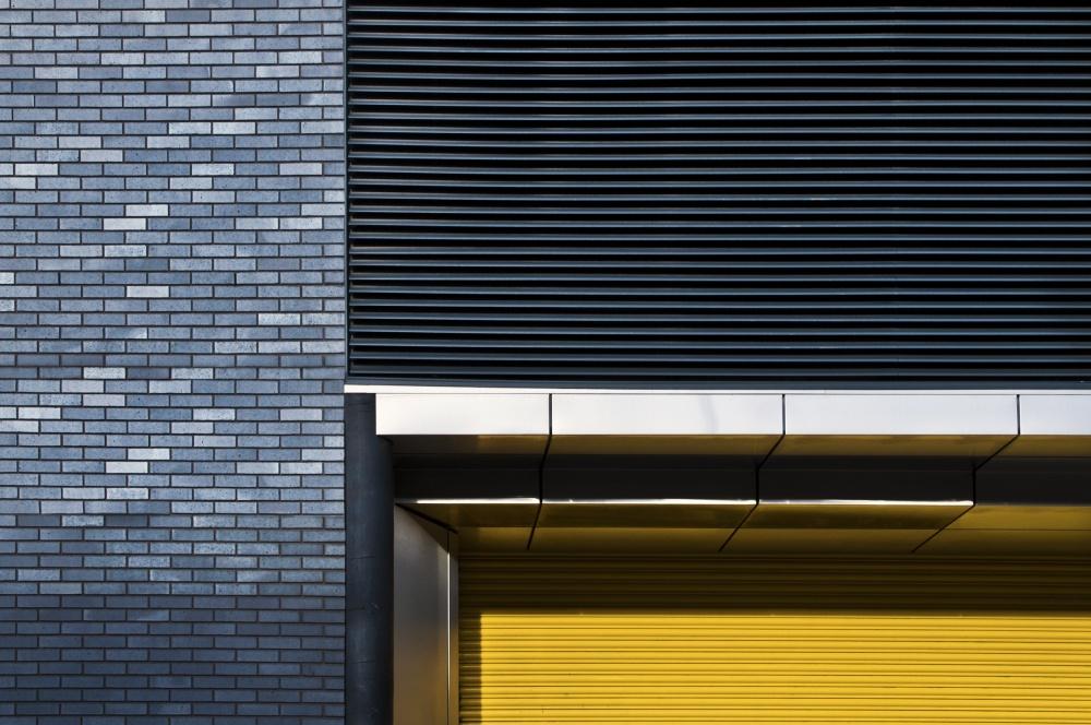 Poster yellow shutter
