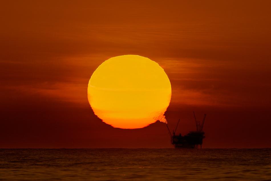 Oil Platform off the coast of California (David Orias) [950×633] [OS]
