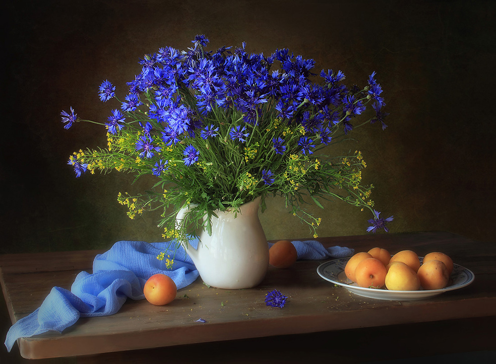 Poster Still life with cornflowers and apricots