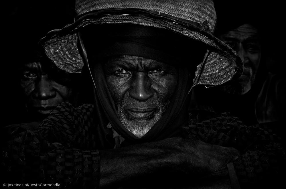 Fotokonst Peul men watching the gerewol - Niger