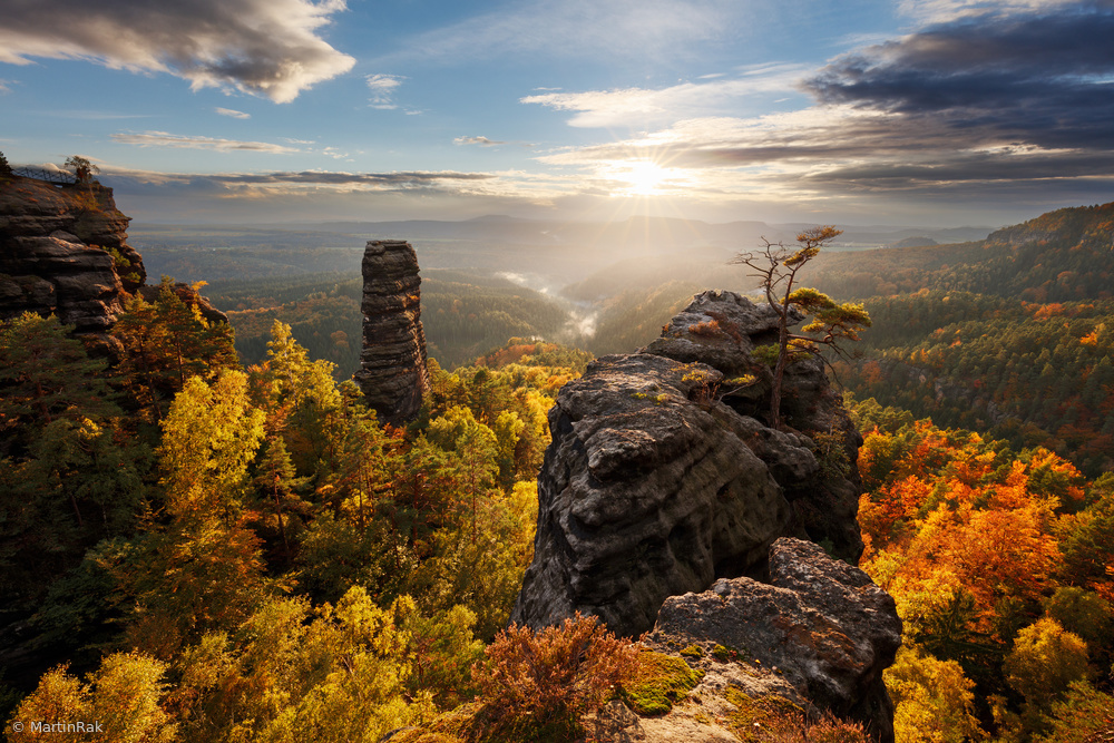 Fotokonst Autumn in the Rocks