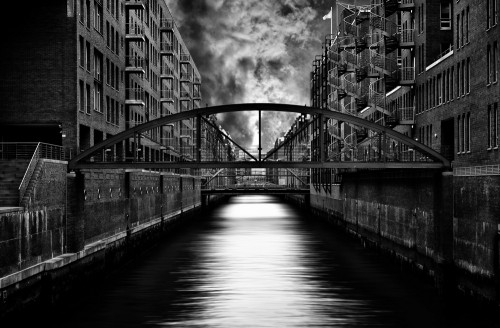 The other side of Hamburg by Stefan Eisele