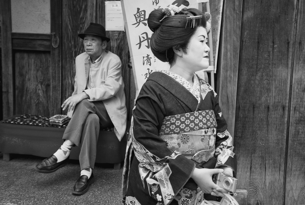 Fotokonst The geisha and the old man