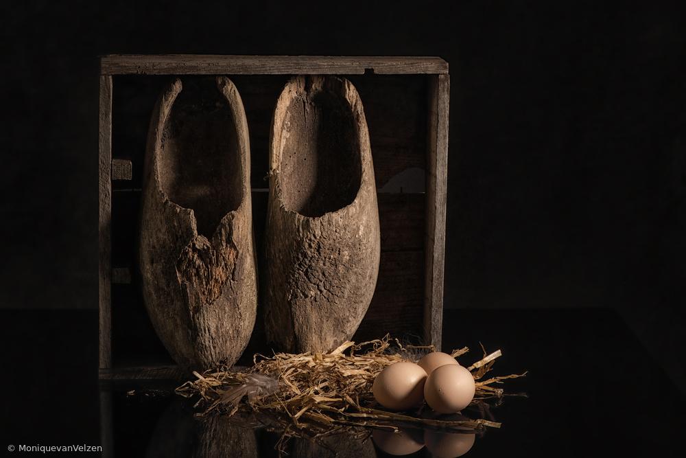 Fotokonst Old wooden shoes