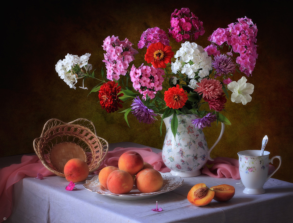 Fotokonst Still life with summer bouquet and peaches