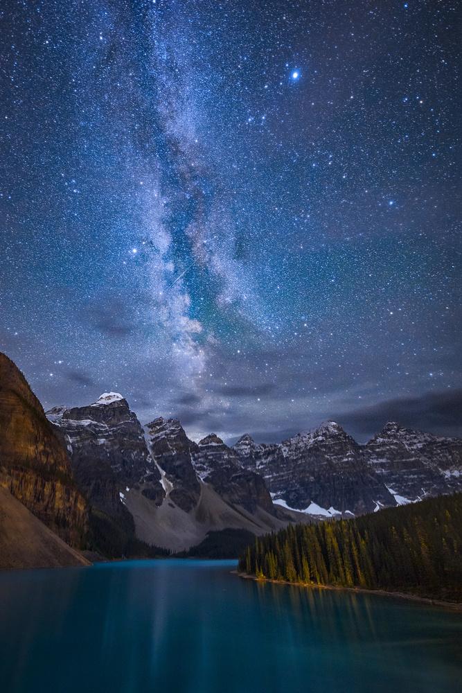 Fotokonst Moraine Lake Under The Night Sky