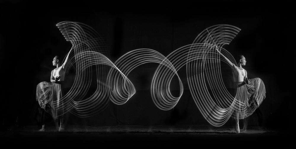 Fotokonst Dance with Saber Light