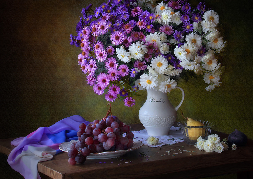 Fotokonst Still life with a bouquet of chrysanthemums and grapes