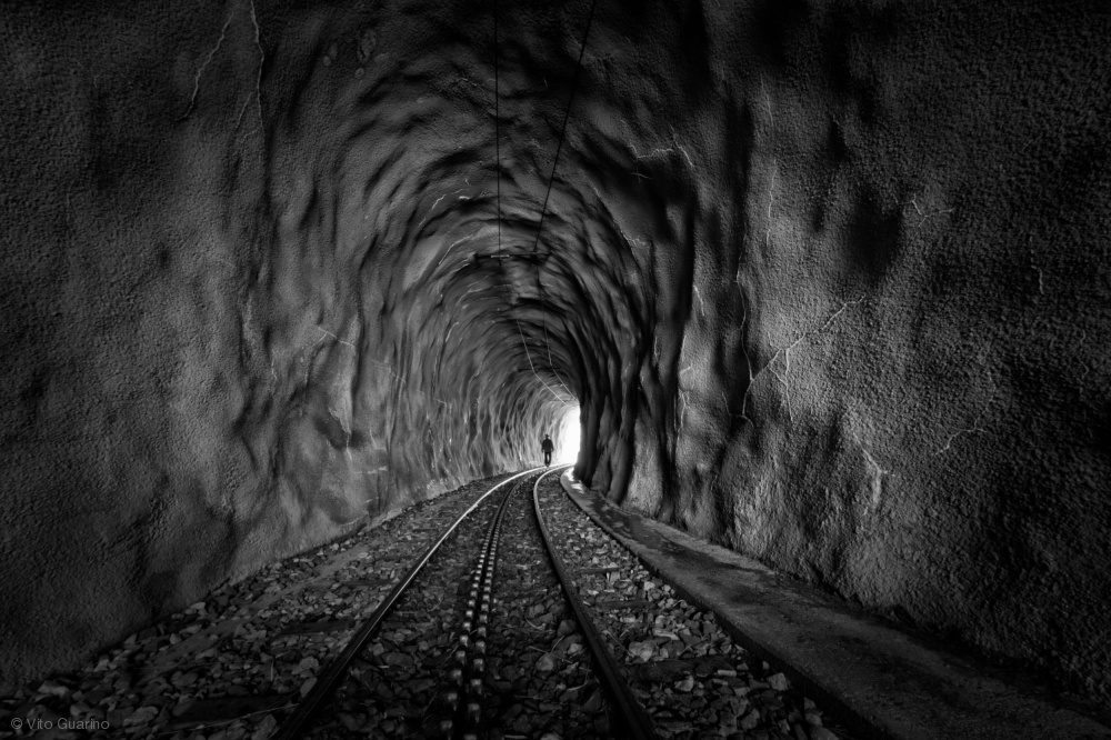 Fotokonst In the bowels of the mountain-BW