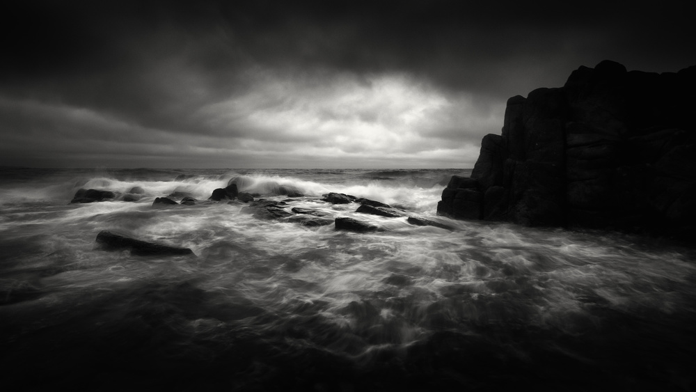 Yucel Basoglu: Inspirational BW seascape photographer