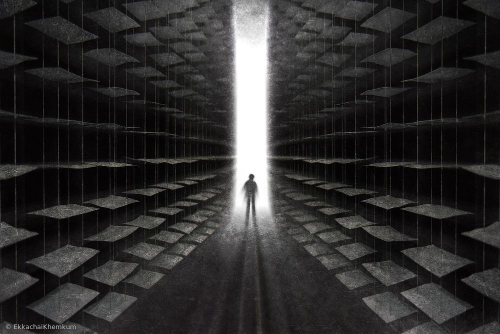 Fotokonst On the edge of the empty bookshelf