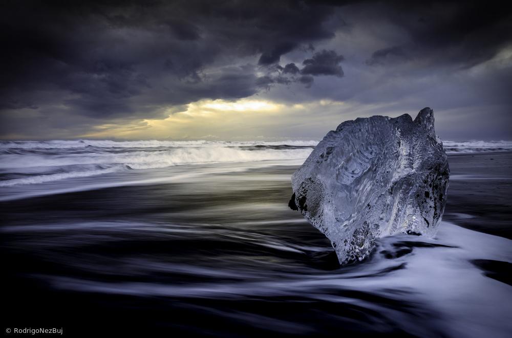 Fotokonst Sunrise between ice