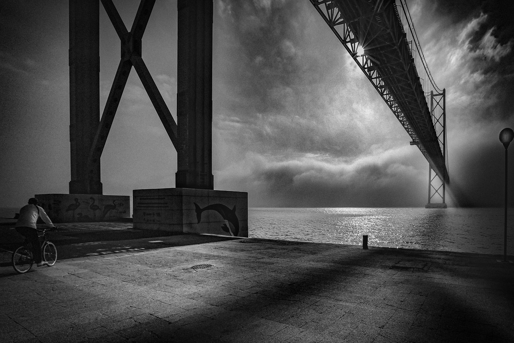 Fotokonst   Bridge over Tejo