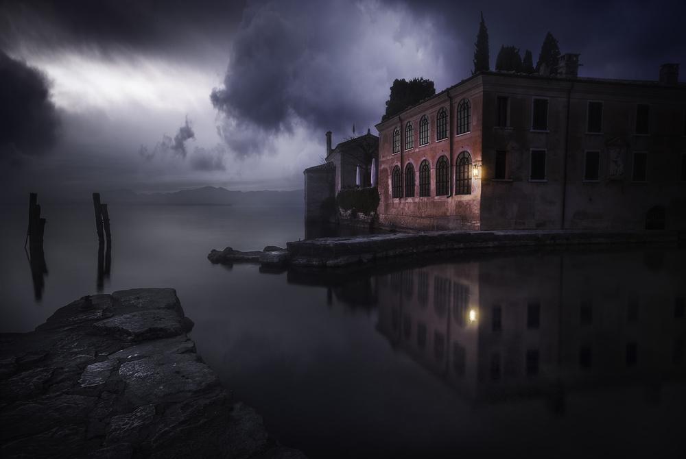 Fotokonst Moody Evening at Gardas Lake