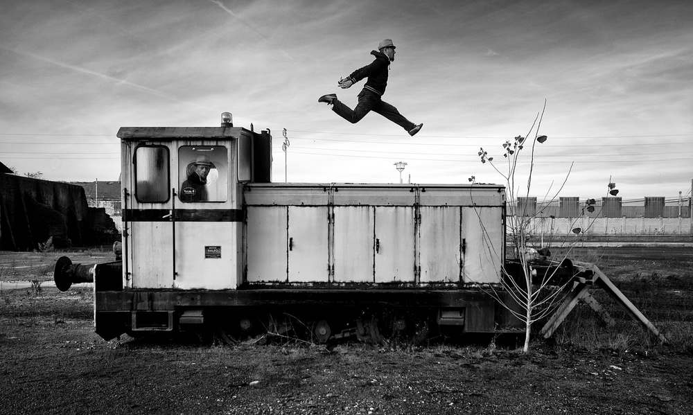 Fotokonst Does not stop the train