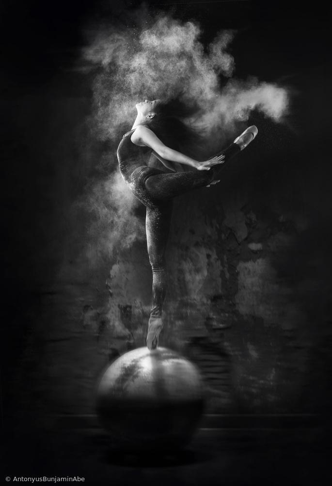 Poster Dance on Ball