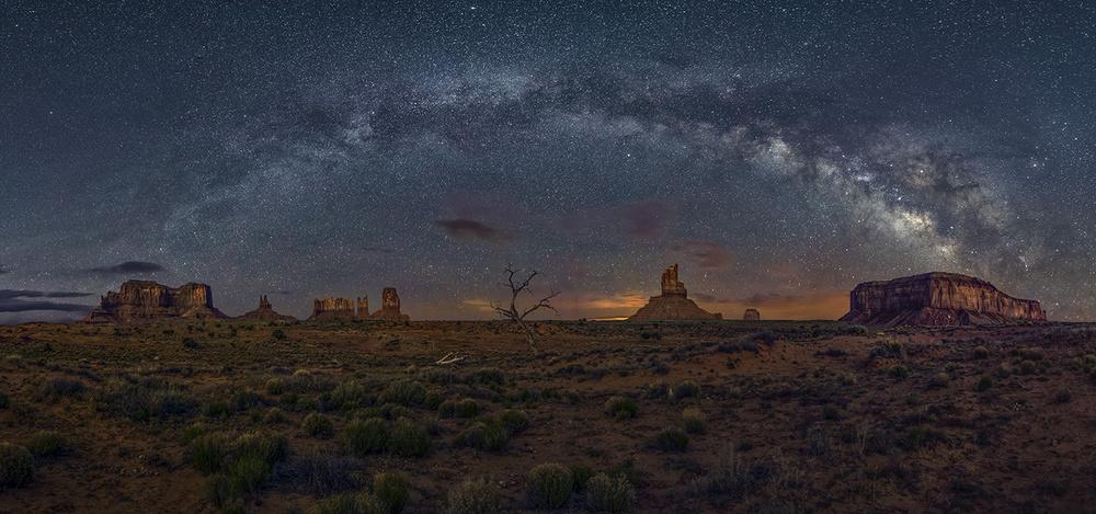 Fotokonst Milky Way over the Monument Valley