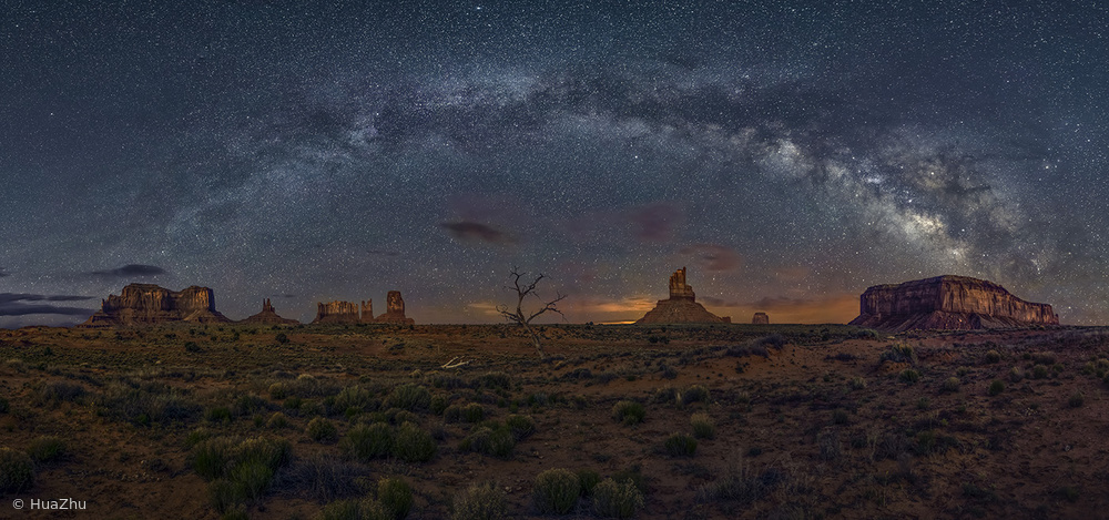 Fotokonst Milky Way over the Monument Valley