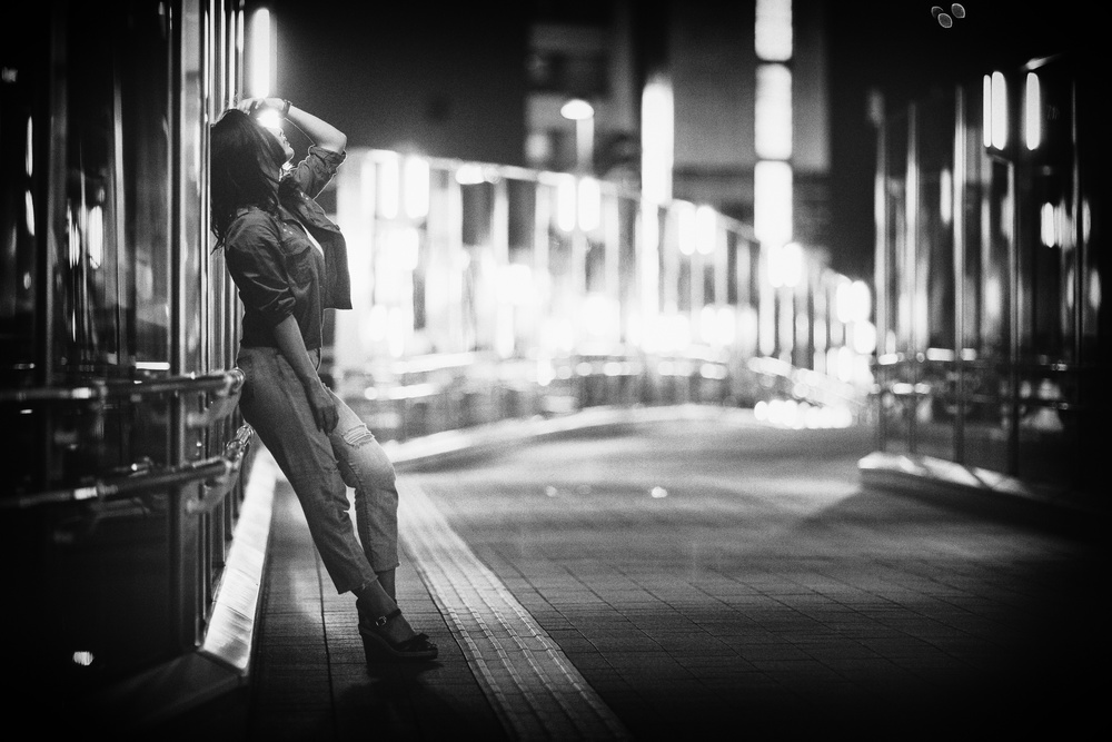 Fotokonst This night when sweet light surrounds her