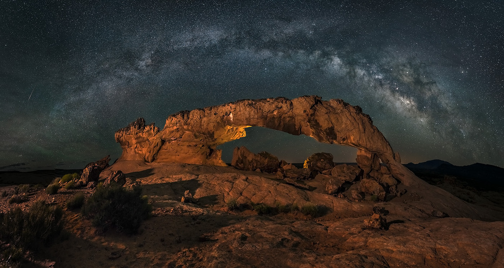 Fotokonst Milky way over the Sunset Arch