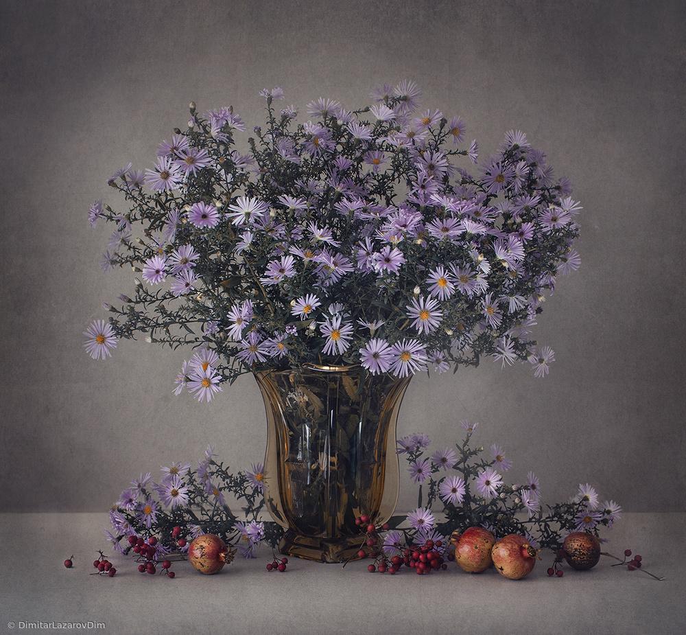 Fotokonst Autumn flowers and pomegranates