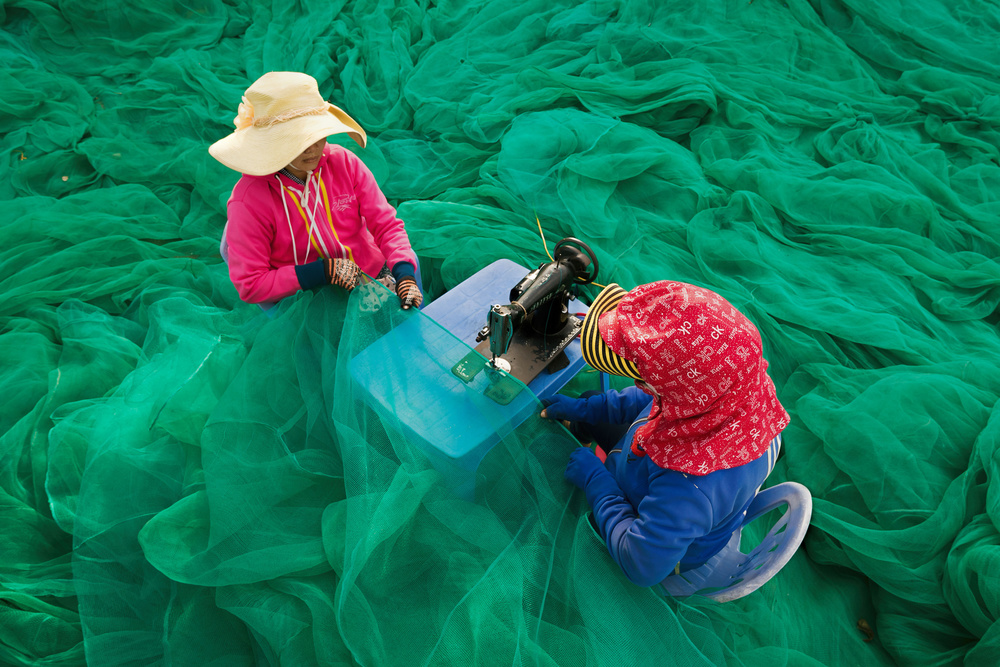 Poster Sewing Fishing Nets
