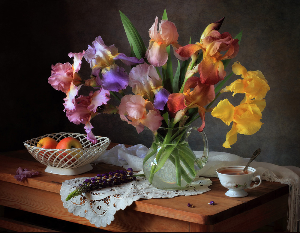 Fotokonst Still life with irises and apples