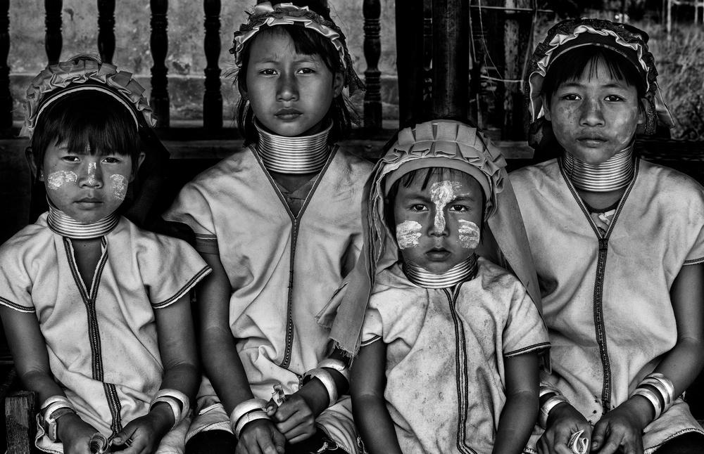 Poster Four padaung girls (Myanmar)