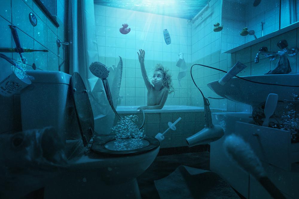 Fotokonst Just Lou having her weekly bath