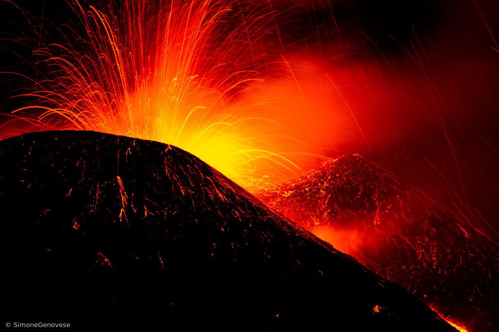 Fotokonst Eruption by night